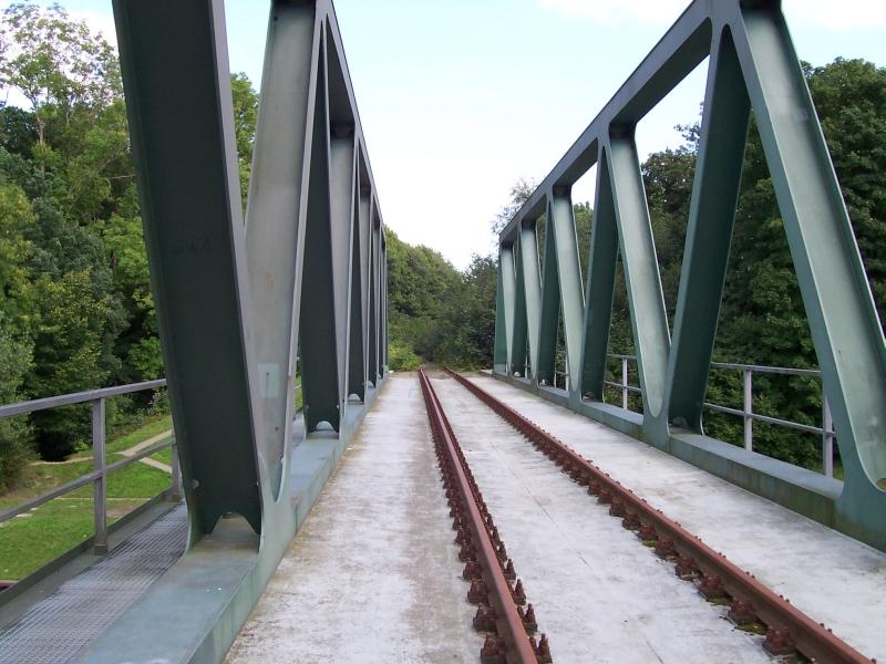 Eisenbahnbrücke über den Kanal am Hafen von Harsum