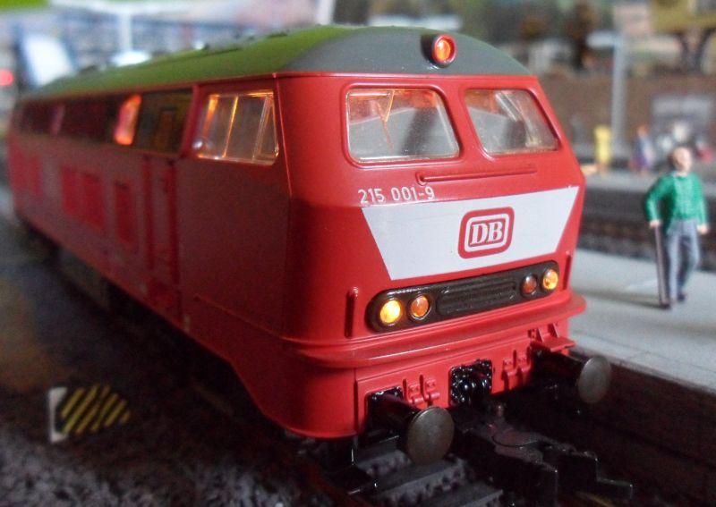 Diesellok 215 001 von Roco
