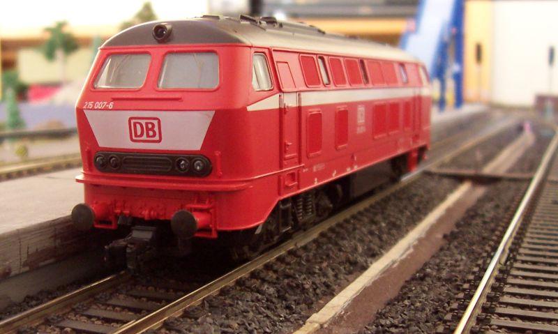 Diesellok der Baureihe 215 im Ursprungszustand
