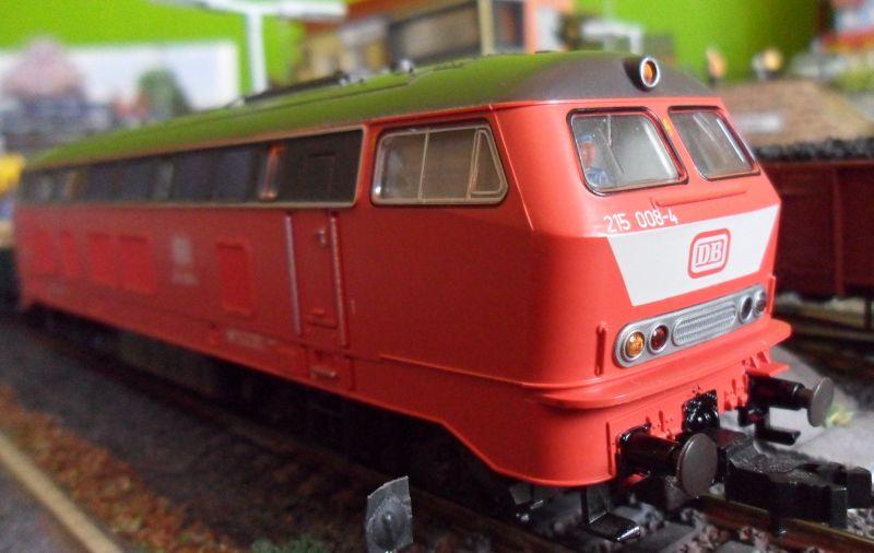 Modell der 215 008 von Roco