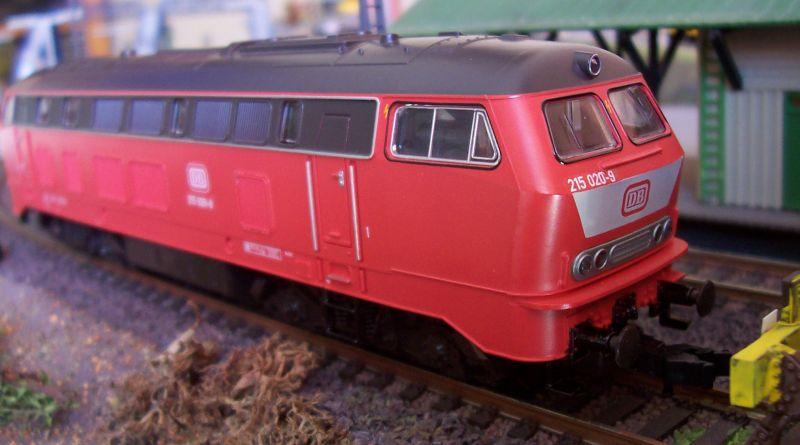 Modell der Diesellokomotive 215 020-9