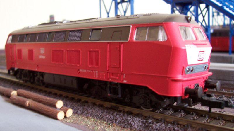 Lokomotive der Baureihe 225 mit vorbildwidriger Beschriftung