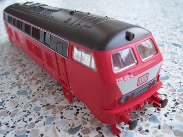 Lokgehäuse der 225 012 ohne farbliche Gestaltung