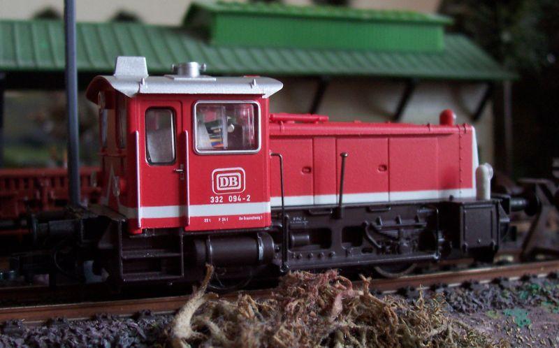 Rangierlok 332 094 präsentiert sich in Bettbergen mit altem DB-Keks