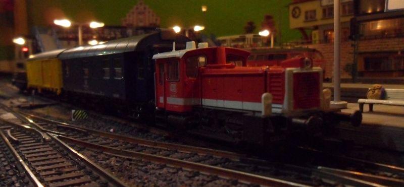Köf der Baureihe 335 mit Bauzug in Bettbergen