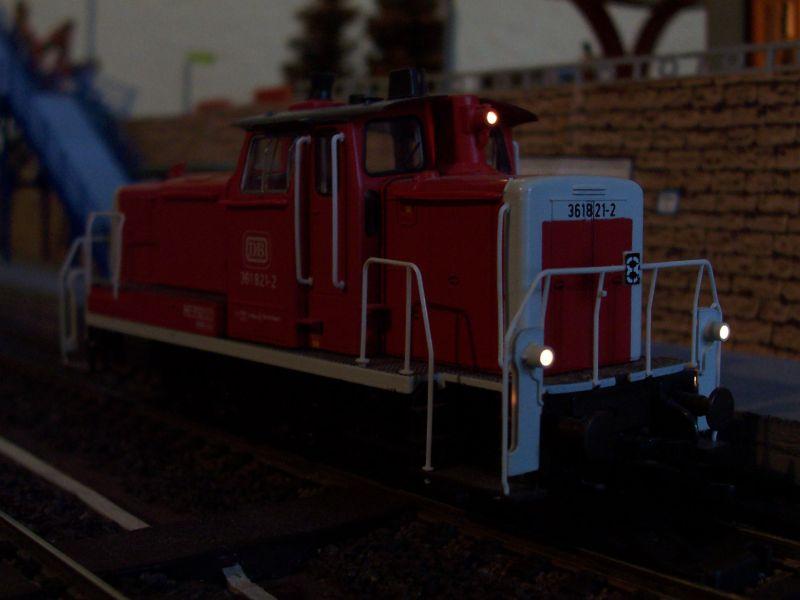 Das Rangiergeschäft erledigt eine Rangierlok der Baureihe 361