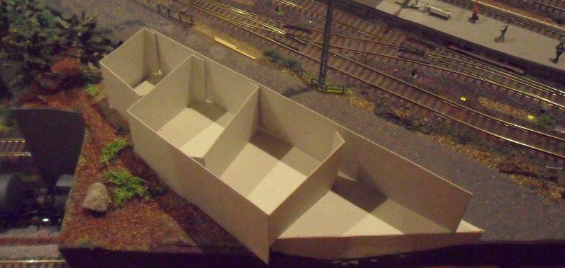 Wände für die Frachthalle