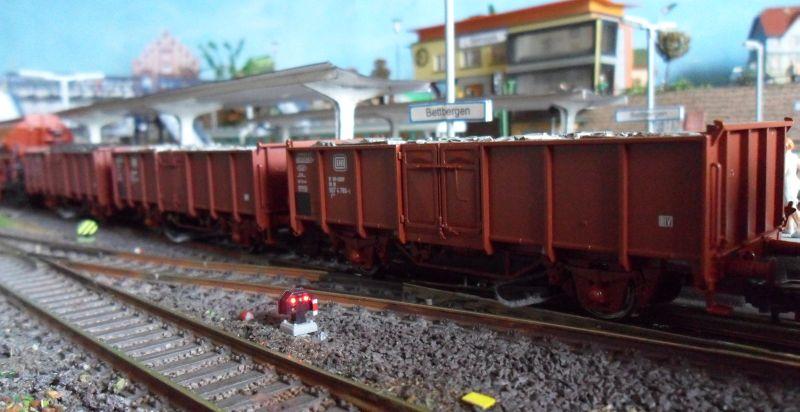 Offene Güterwagen im Bahnhof Bettbergen