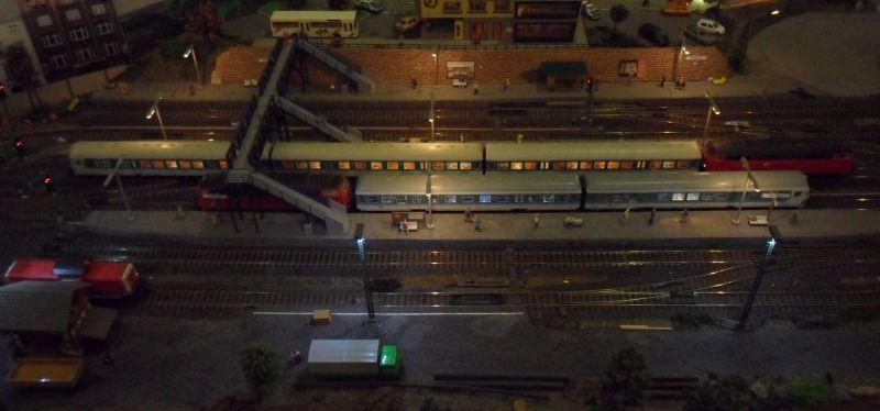 Begegnung zweier Regionalzüge im Bahnhof Bettbergen