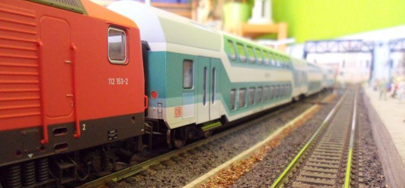 Doppelstockzug mit Lok BR 112 in Bettbergen