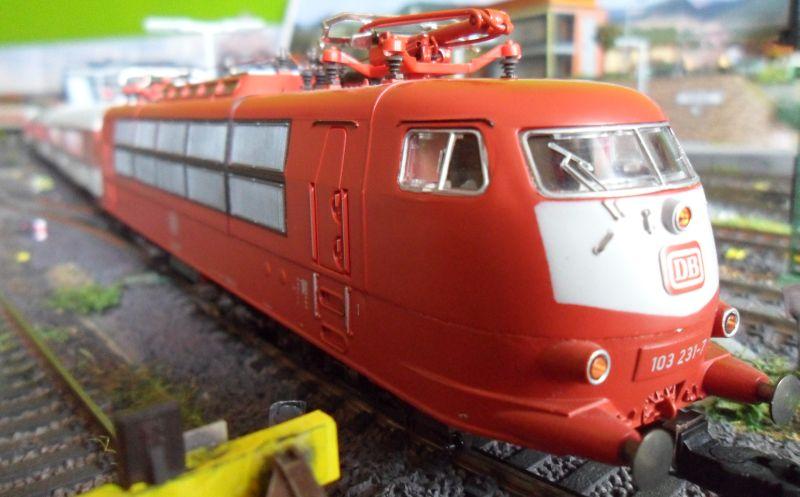 E-Lok der Baureihe 103 im Bahnhof Bettbergen