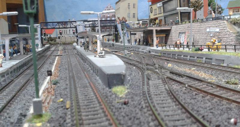 Blick auf die Gleise des Bahnhofs Bettbergen