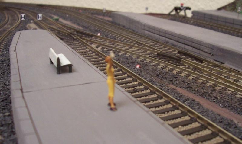 Erste Reisende auf der Modelleisenbahn