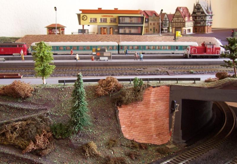 Der Durchgangsbahnhof unterhalb der entstehenden Stadt