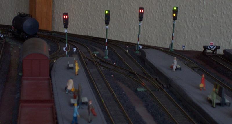 Ausfahrsignale im Bahnhofs der Modelleisenbahn