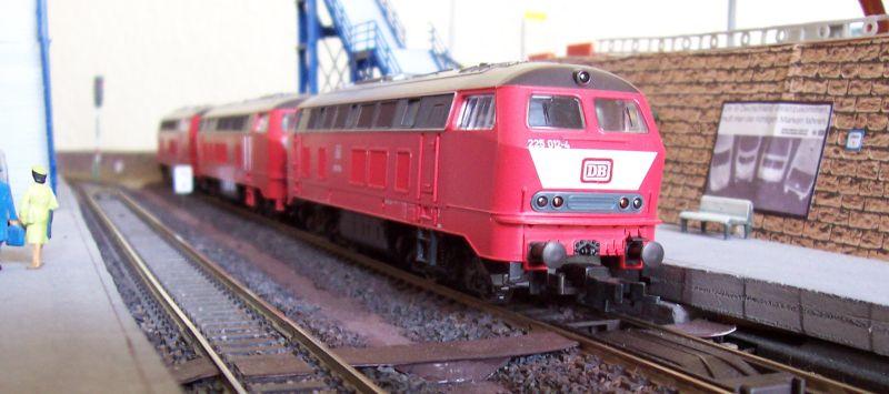 Loks der V160-Serie warten auf Gleis 1