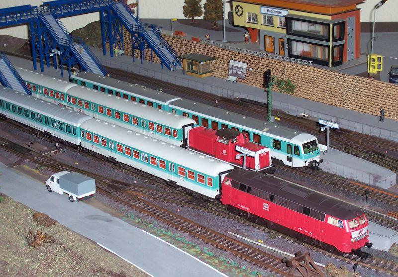 Regionalzüge treffen sich im Bahnhof Bettbergen