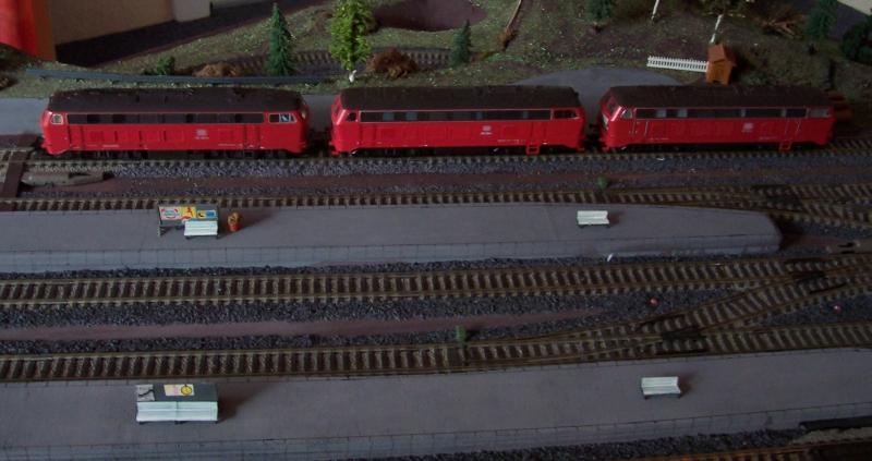 Drei Diesellok der Reihe V160 sind im Gleis 6 abgestellt