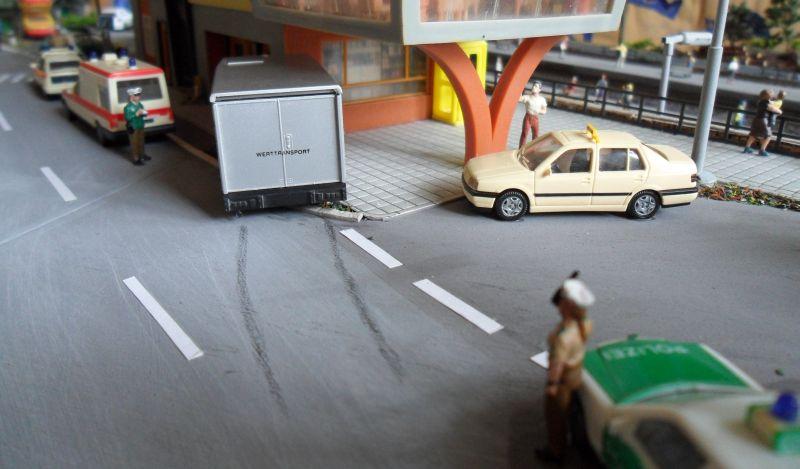 Werttransporter rammt den Bahnhof Bettbergen