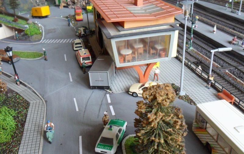 Überblick über die neu gestaltete Kreuzung am Bahnhof