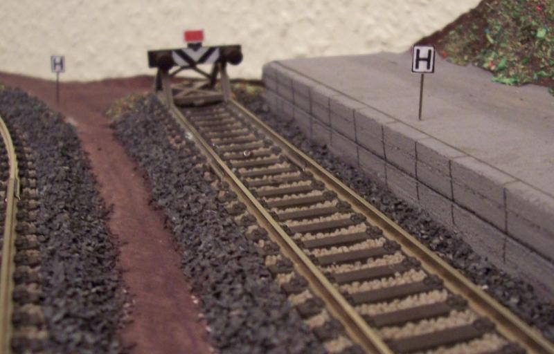 Haltetafel und Sh2-Scheibe auf der Modellbahn