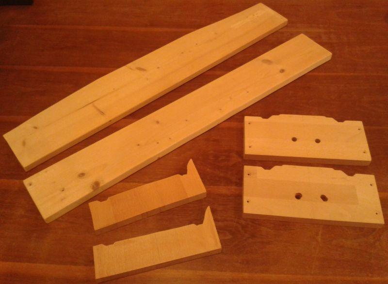 Geschnittene Holzplatten für Modellbahnmodul