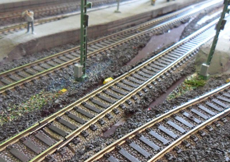 Hier lag bis gestern eine Weichenverbindung im Bahnhof