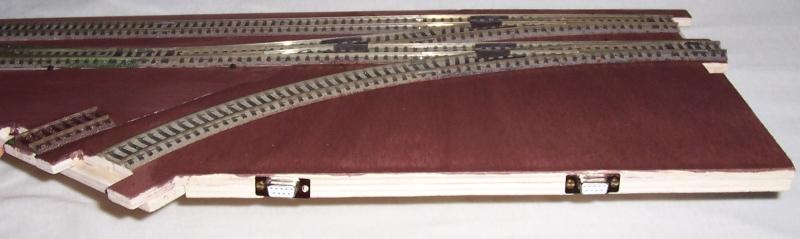 Seitenansicht mit zwei Sub-D-Buchsen
