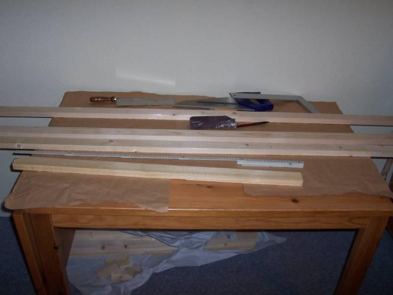 Holzleisten für den Rahmen der Modellbahnanlage
